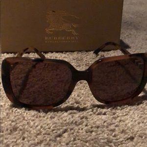 Burberry sunglasses w case, box and cloth